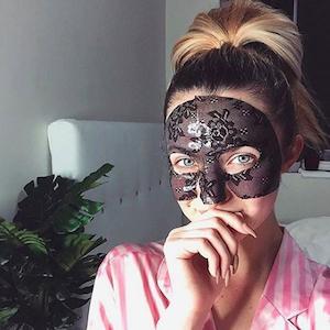 Verrückter Beauty-Trend: Tragen wir jetzt pflegende Gesichtsmasken aus Spitze?